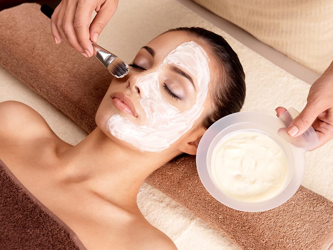 Gesichtsbehandlung für eine reine und schöne Haut